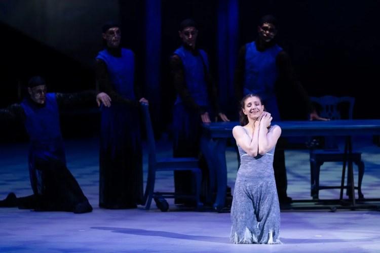 40 Christopher Wheeldon's Cinderella with English National Ballet © Dasa Wharton