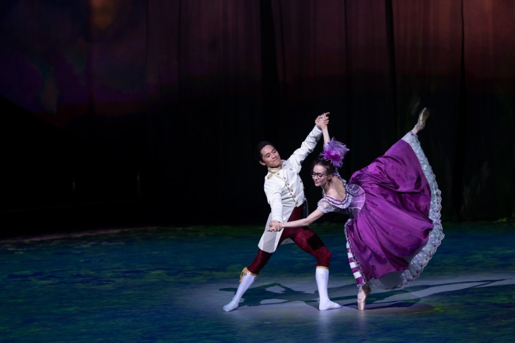 46 Christopher Wheeldon's Cinderella with English National Ballet © Dasa Wharton