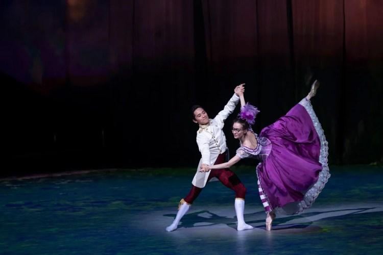 46 Christopher Wheeldon's Cinderella with English National Ballet © Dasa Wharton