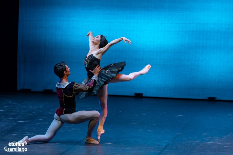 Swan Lake (Black Swan pas de deux, Act III) with Anna Tsygankova and Constantine Allen © Graham Spicer, Daniele Cipriani Entertainment 1
