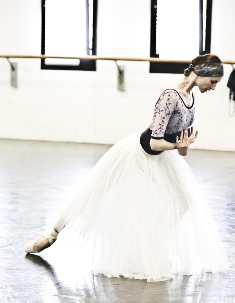 04 Giselle in rehearsal with Svetlana Zakharova © Brescia e Amisano Teatro alla Scala