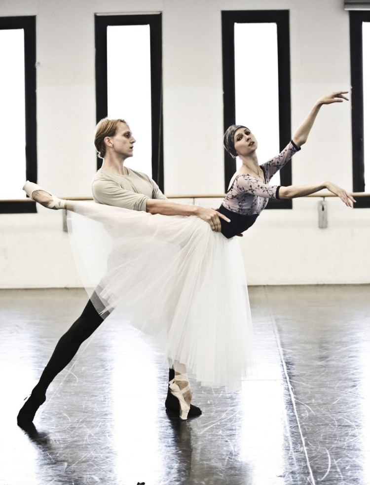 08 Giselle in rehearsal with Svetlana Zakharova and David Hallberg © Brescia e Amisano Teatro alla Scala