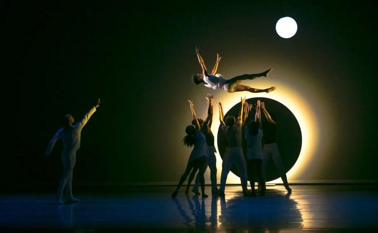 12 Alvin Ailey American Dance Theater in Jessica Lang's EN, photo by Dasa Wharton