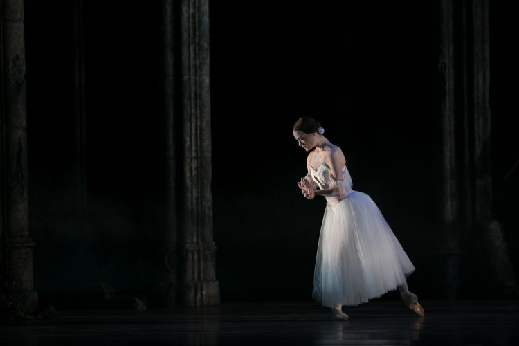 24 Giselle, Birmigham Royal Ballet, with Delia Mathews © Dasa Wharton 2019