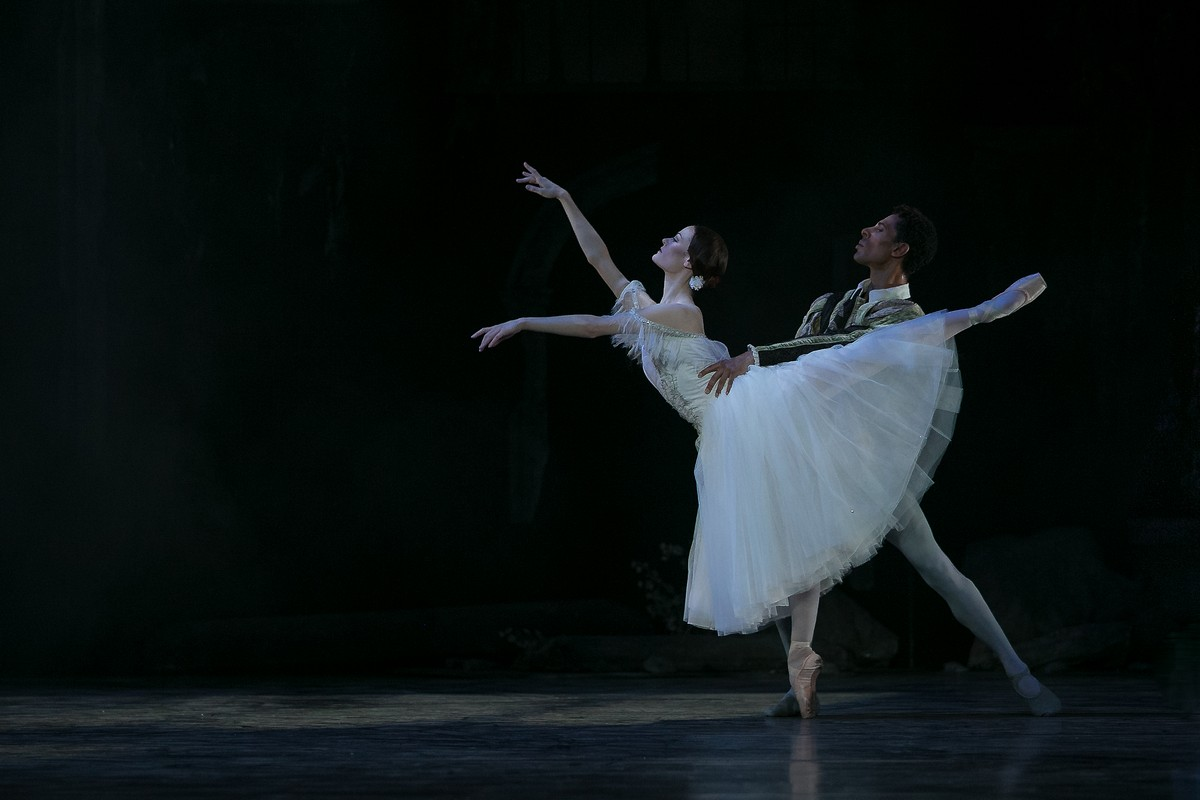 32 Giselle, Birmigham Royal Ballet, with Delia Mathews, Tyrone Singleton © Dasa Wharton 2019