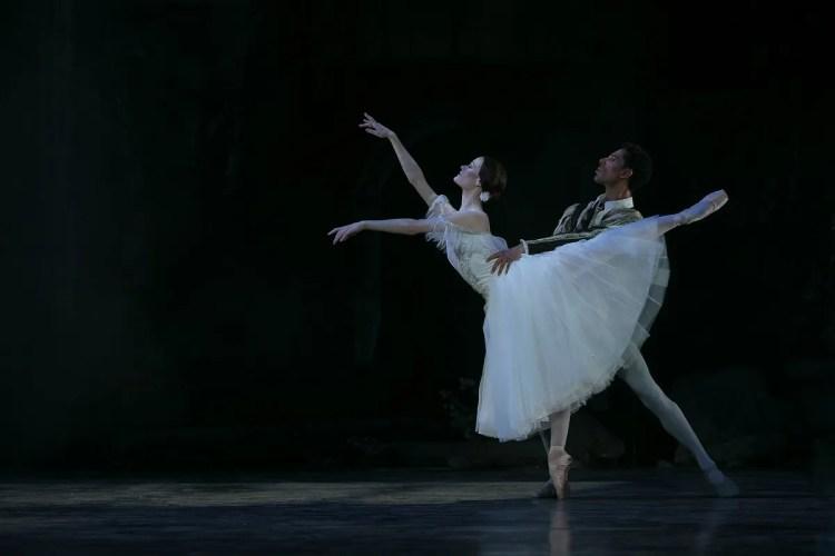 32 Giselle, Birmigham Royal Ballet, with Delia Mathews, Tyrone Singleton © Dasa Wharton 2019