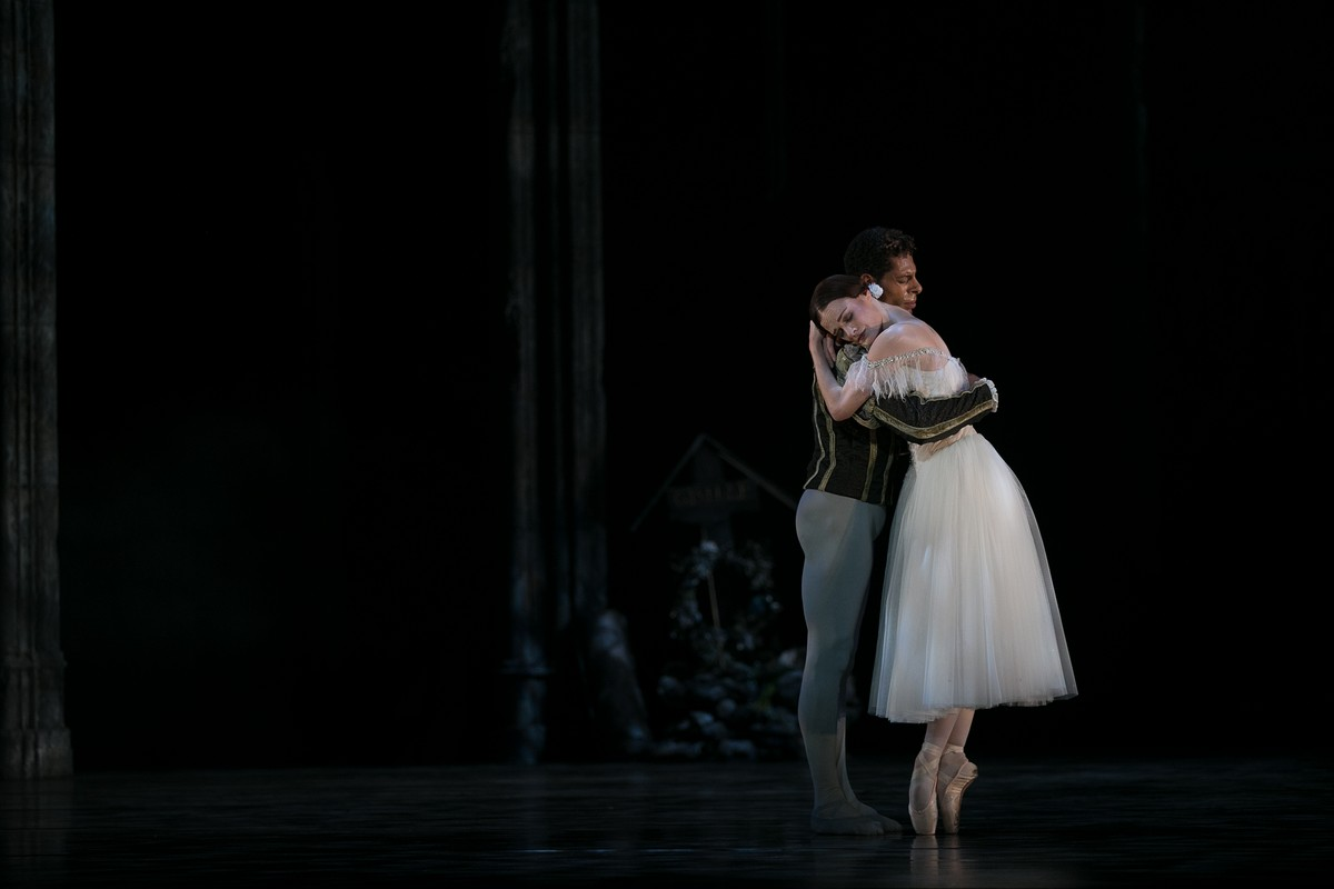 34 Giselle, Birmigham Royal Ballet, with Delia Mathews, Tyrone Singleton © Dasa Wharton 2019