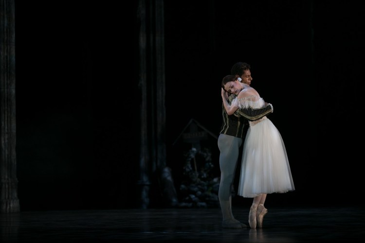34 Giselle, Birmigham Royal Ballet, with Delia Mathews, Tyrone Singleton © Dasa Wharton 2019