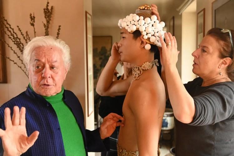 Fitting for Roberto Capucci's costumes for Les Étoiles © Cristiano Castaldi 15