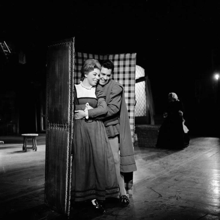 01 Mirella Freni in FALSTAFF 1962 with Luigi Alva photo by Erio Piccagliani © Teatro alla Scala