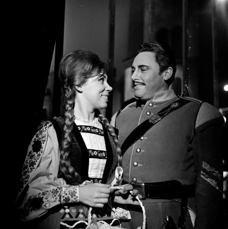 04 Mirella Freni in CARMEN 1963 with Mario del Monaco photo by Erio Piccagliani © Teatro alla Scala
