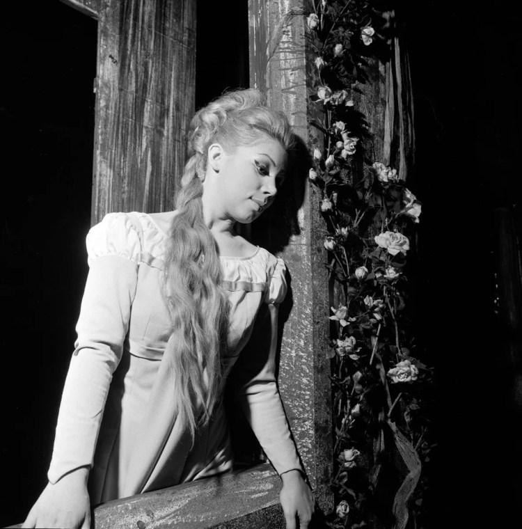 10 Mirella Freni in FAUST 1966 photo by Erio Piccagliani © Teatro alla Scala 01