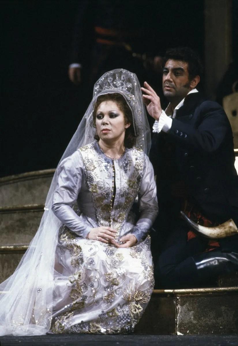 16 Mirella Freni in ERNANI 1982 with Placido Domingo photo by Lelli e Masotti © Teatro alla Scala