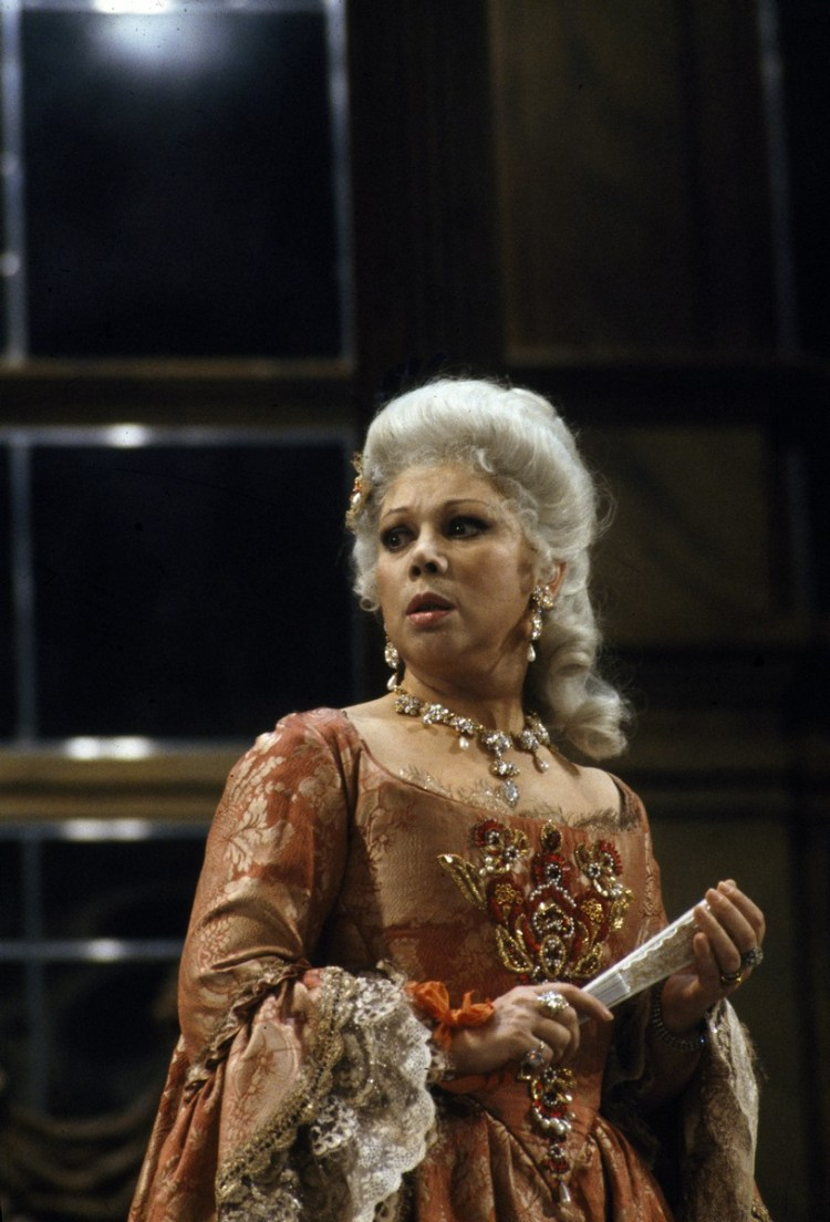 18 Mirella Freni in ADRIANA LECOUVREUR 1989 photo by Lelli e Masotti © Teatro alla Scala 01