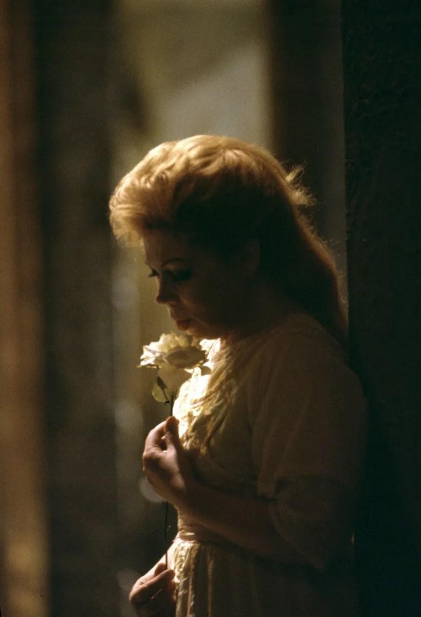 19 Mirella Freni in LA DAMA DI PICCHE 1990 photo by Lelli e Masotti © Teatro alla Scala