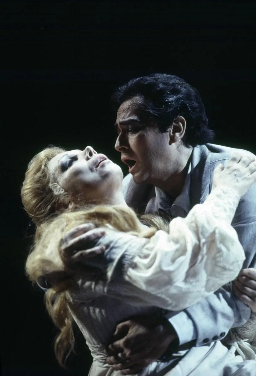 20 Mirella Freni in FEDORA 1993 with Josè Carreras photo by Lelli e Masotti © Teatro alla Scala