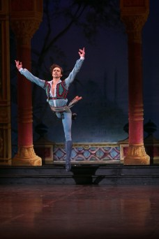 26 English National Ballet in Le Corsaire with Francesco Gabriele Frola @ Dasa Wharton