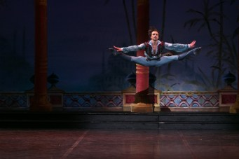 27 English National Ballet in Le Corsaire with Francesco Gabriele Frola @ Dasa Wharton