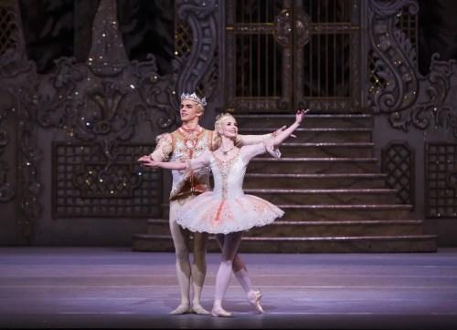 The Nutcracker. Lauren Cuthbertson as The Sugar Plum Fairy, Federico Bonelli as The Prince © ROH, Tristram Kenton, 2015 (2)