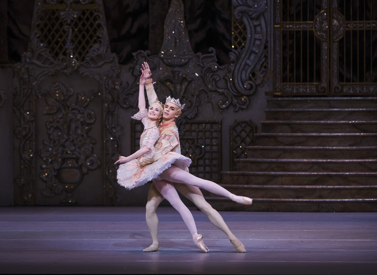 The Nutcracker. Lauren Cuthbertson as The Sugar Plum Fairy, Federico Bonelli as The Prince © ROH, Tristram Kenton, 2015