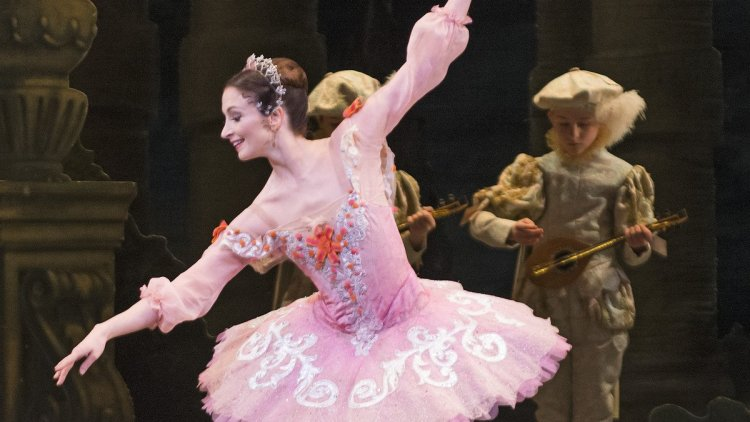 The Sleeping Beauty. Lauren Cuthbertson as Princess Aurora © ROH, Tristram Kenton, 2014 cropped