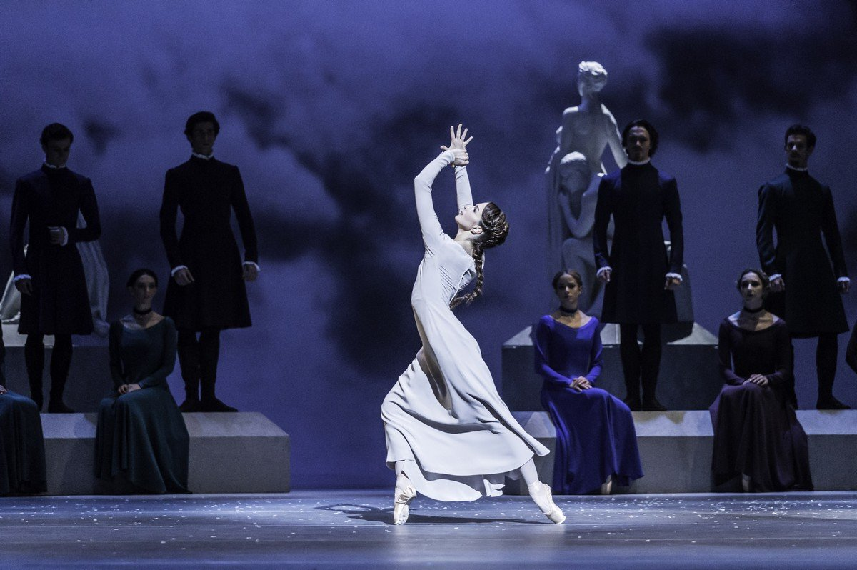 The Winter's Tale. Lauren Cuthbertson as Hermoine. © ROH, Johan Persson, 2014