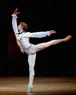 Manon. Vadim Muntagirov as Des Grieux. (C) ROH, 2014. Photographed by Alice Pennefather.