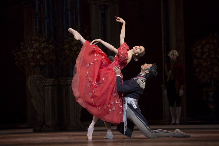 Marianela Nuñez as Tatiana and Ryoichi Hirano as Prince Gremin in Onegin, The Royal Ballet © ROH Bill Cooper, 2013