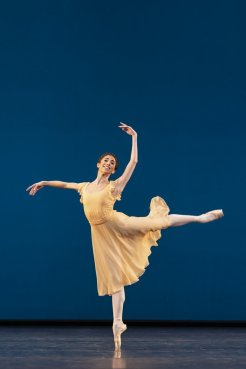 Yasmine Naghdi in Dances at a Gathering, The Royal Ballet ©2020 ROH. Photograph by Bill Cooper