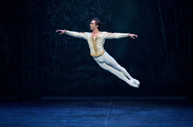 Francesco-Gabriele-Frola-in-Nutcracker-c-Laurent-Liotardo_