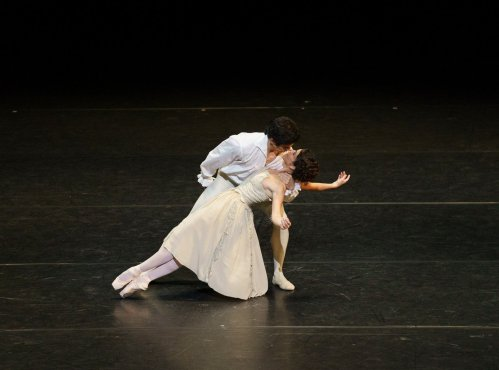 Federico Bonelli and Laura Morera in Manon, photo by Emma Kauldhar ROH 2020