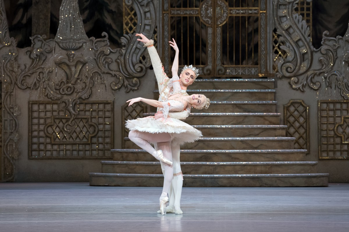 Yasmine Naghdi as The Sugar Plum Fairy and Matthew Ball as The Prince in The Nutcracker, The Royal Ballet © 2017 ROH, photo by Karolina Kuras (1)