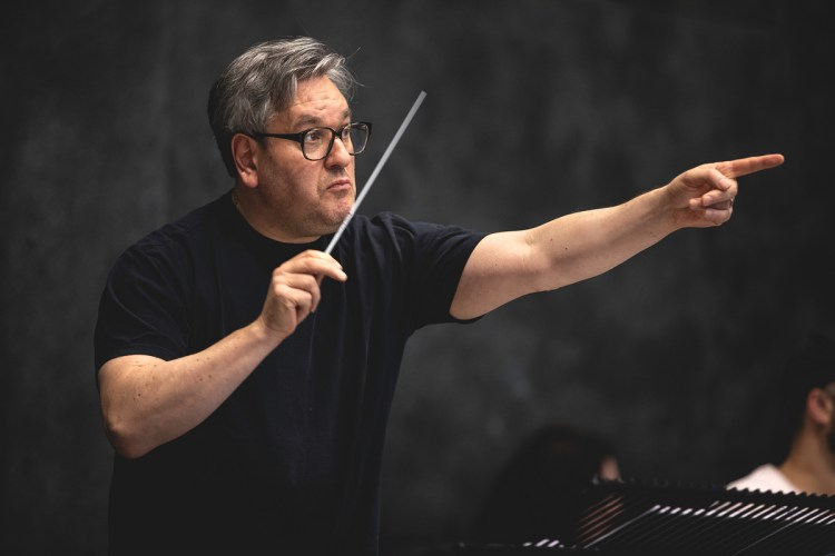 Antonio Pappano in rehearsal for Fidelio, The Royal Opera © 2020 ROH. Photographed by Lara Cappelli.