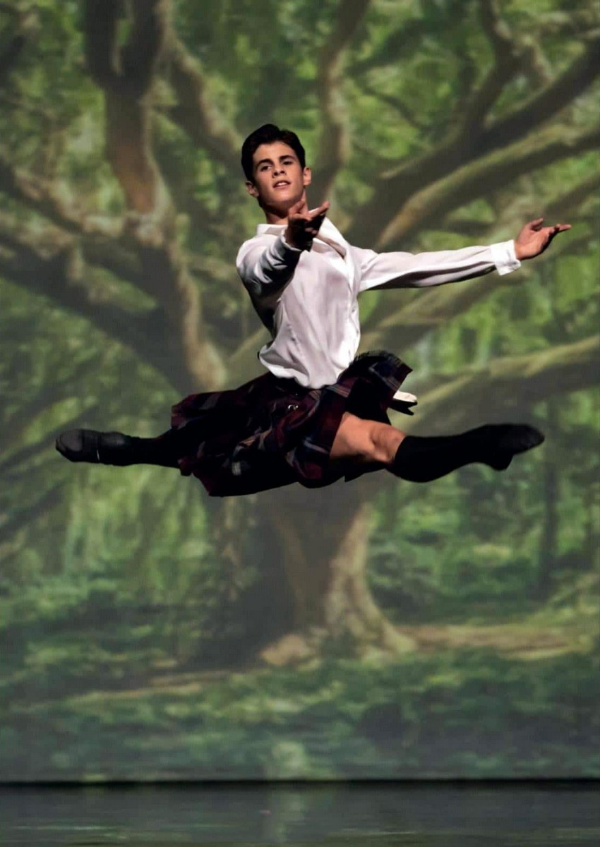 António Casalinho as James in Maina Gielgud's La Sylphide, Photo by Tomé Gonçalves, Conservatorio Internacional de Ballet e Dança Annarella Sanchez