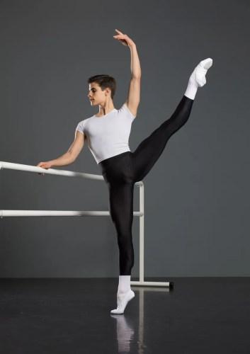 Antonio Casalinho doing ballet class. Photo by Nikita Alba - 02