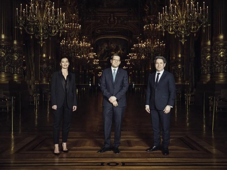 Gustavo Dudamel with Alexander Neef and director of ballet Aurelie Dupont © Julien Mignot, Paris Opera 2021