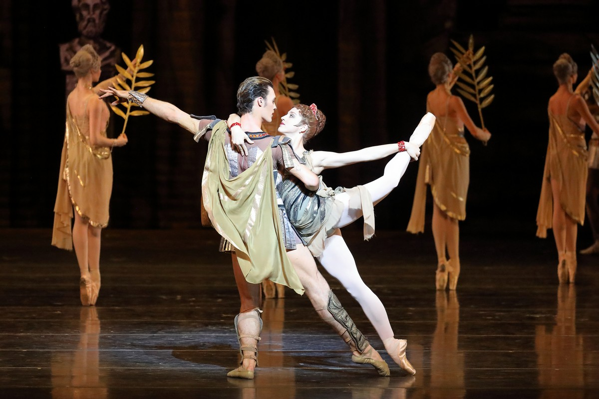 Virna Toppi and Emilio Pavan in Spartacus, photo by Wilfred Hosl, Bavarian State Ballet 2020