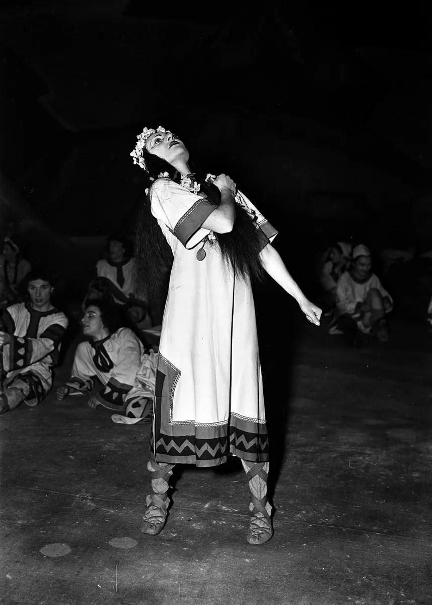 1949 Luciana Novaro in The Rite of Spring, photo by Erio Piccagliani © Teatro alla Scala