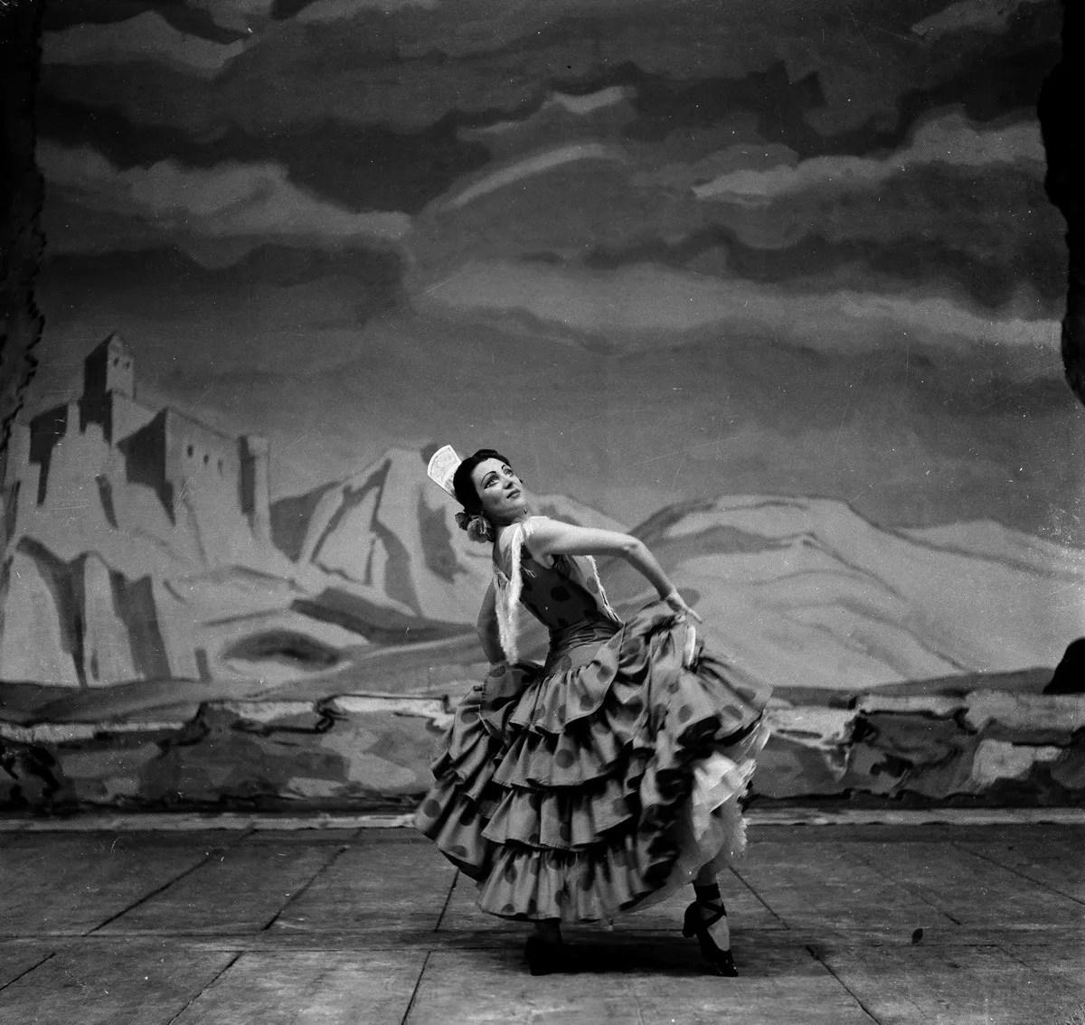 1952 Luciana Novaro in Capriccio spagnolo, photo by Erio Piccagliani © Teatro alla Scala