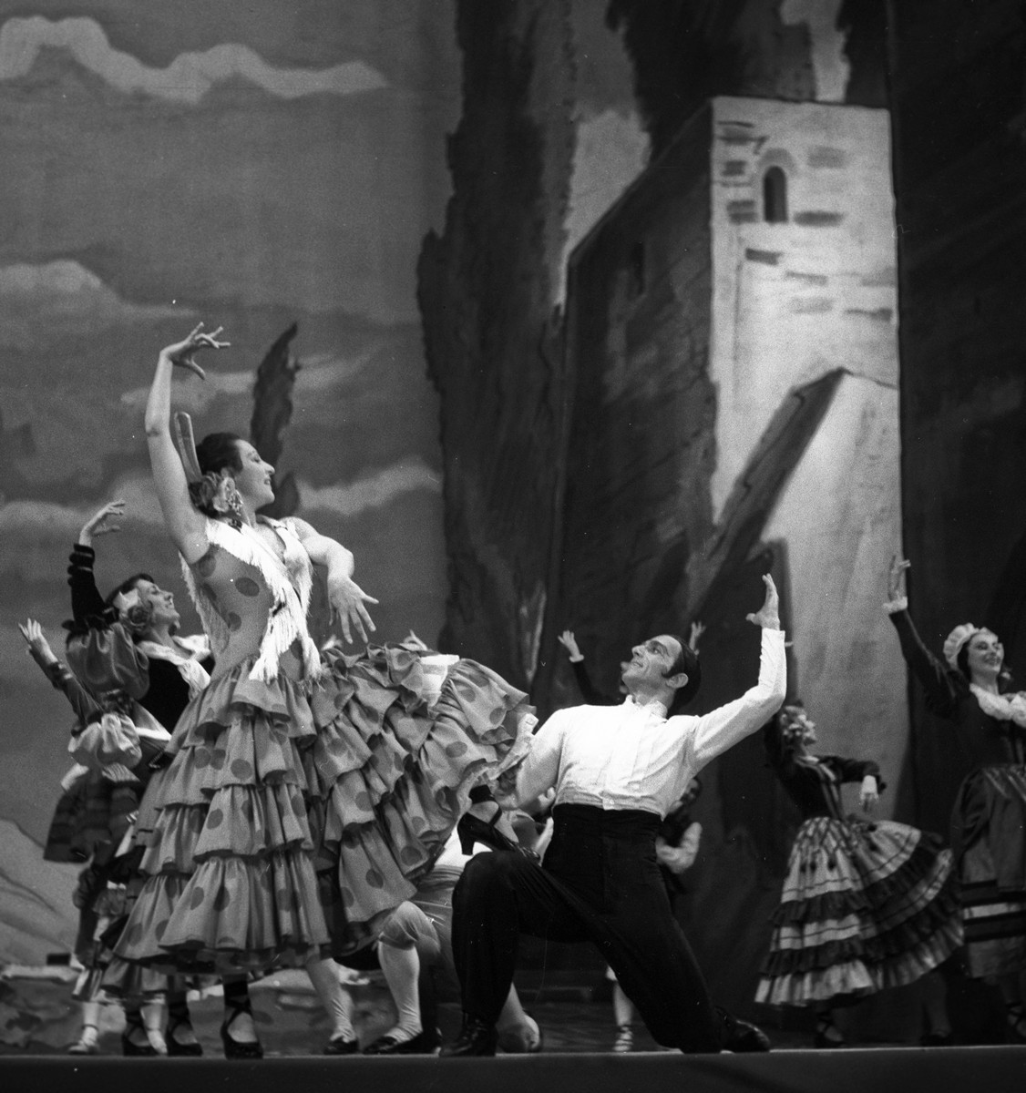 1952 Luciana Novaro in Capriccio spagnolo with Leonide Massine, photo by Erio Piccagliani © Teatro alla Scala-01