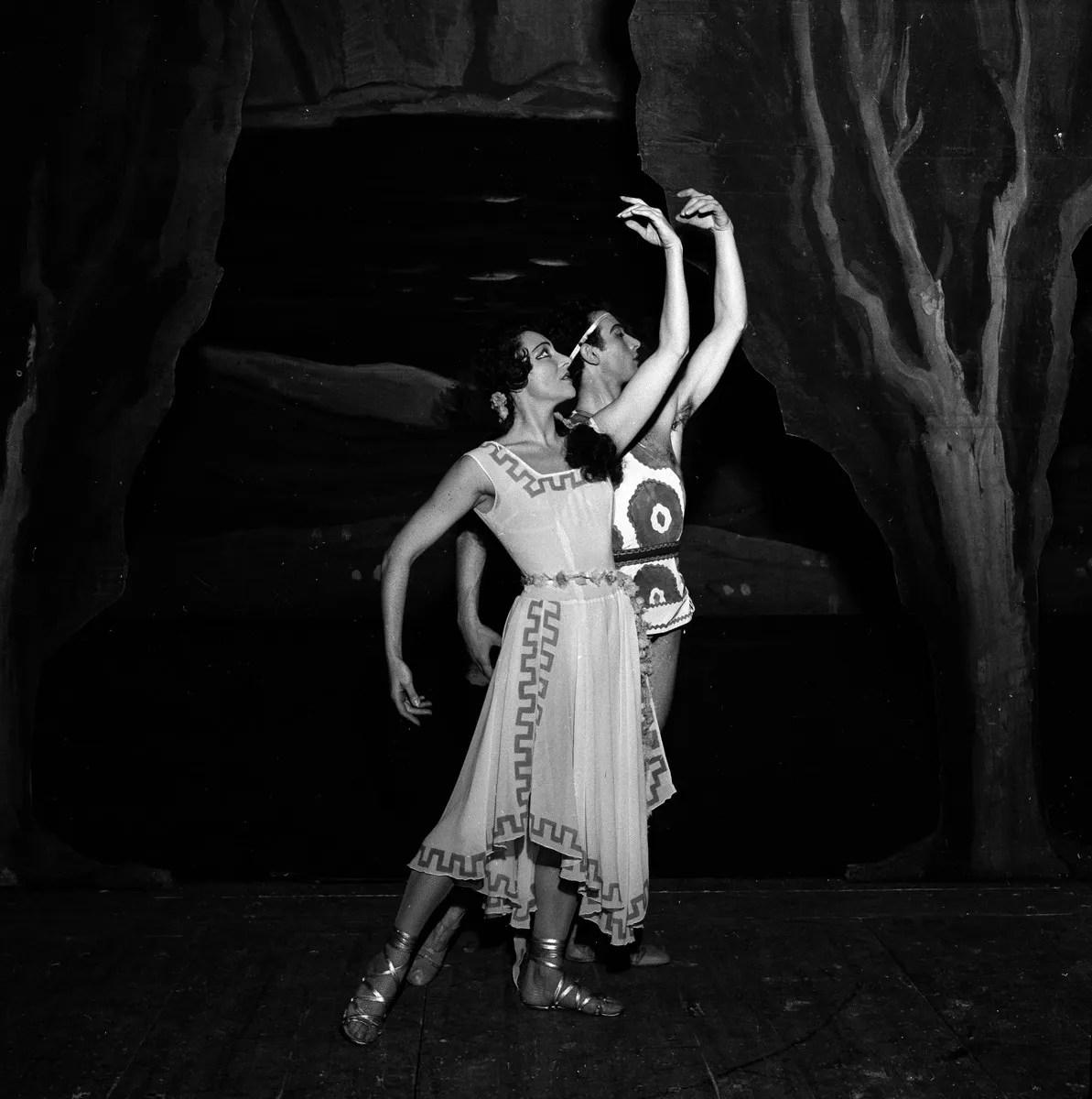 1953 Luciana Novaro in Daphnis et Chloé with Mario Pistoni, photo by Erio Piccagliani © Teatro alla Scala