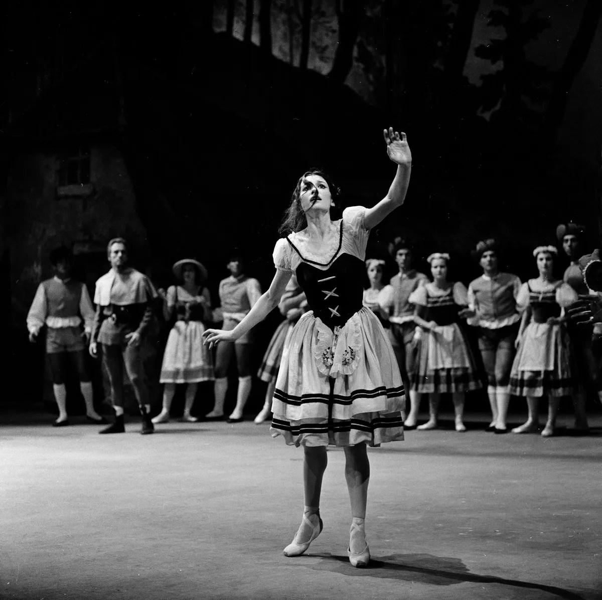A 1964 Giselle with Carla Fracci, photo by Erio Piccagliani