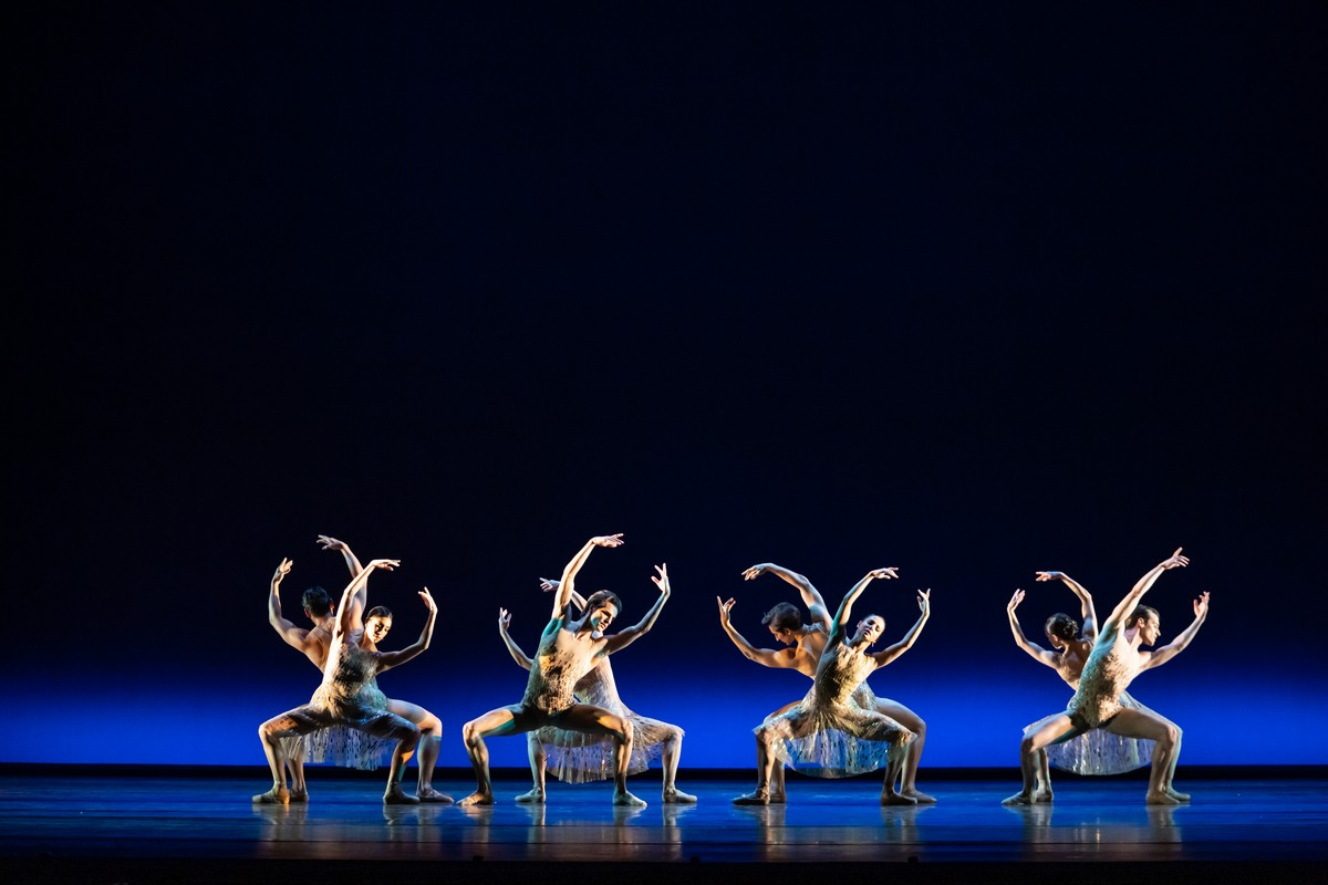 Artists of the Royal Ballet in Within the Golden Hour, The Royal Ballet ©2021 ROH. Photograph by Bill Cooper