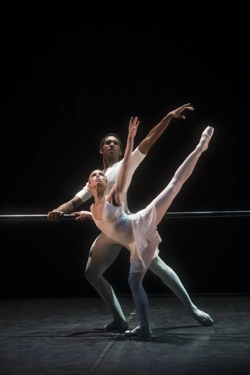 Fernanda Oliveira and Junor Souza in Ben Stevensons Three Preludes © Bill Cooper