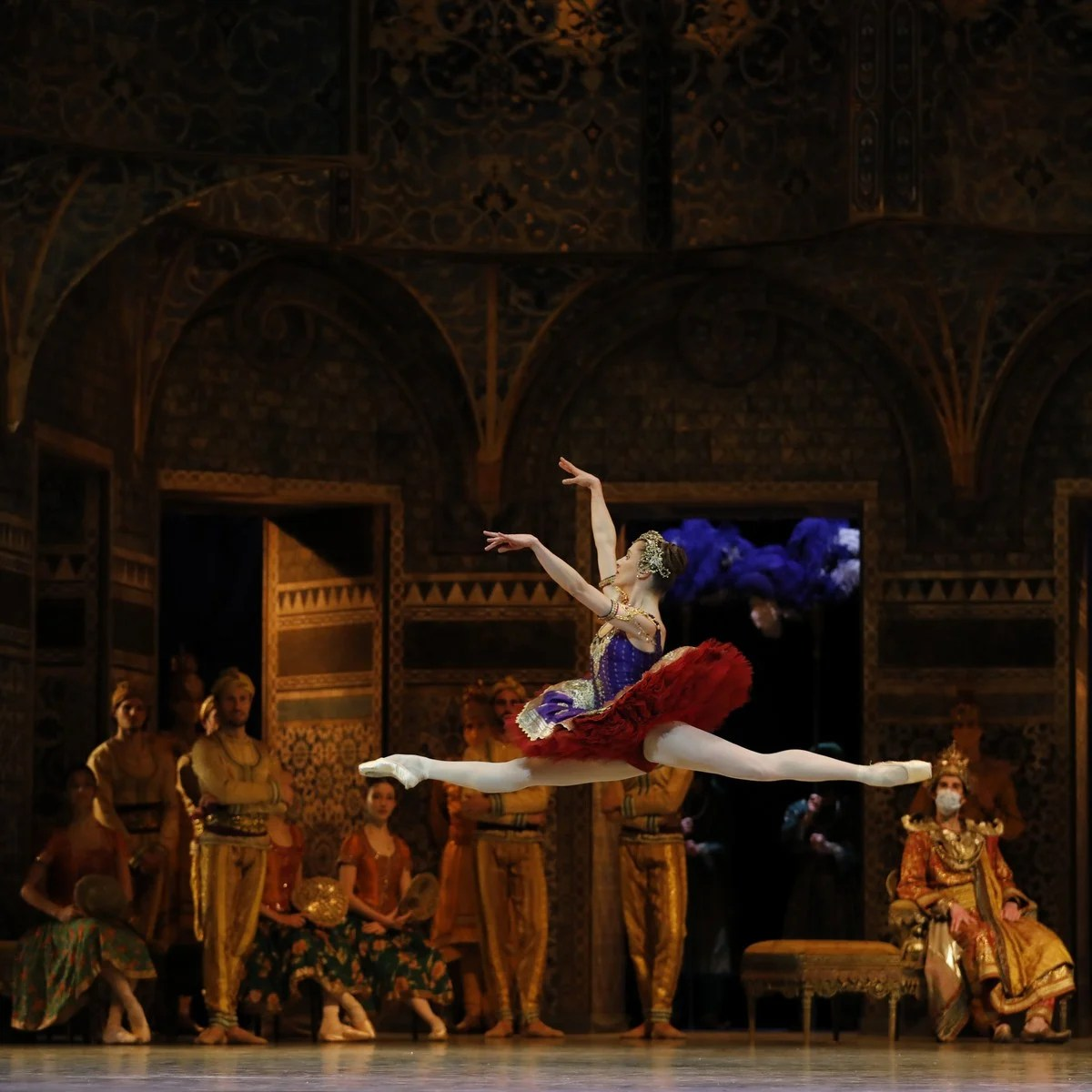 La bayadère with Valentine Colasante as Gamzatti, photo by Svetlana Loboff, OnP