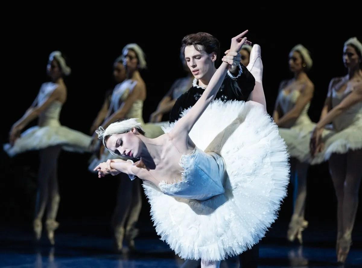 Swan Lake - Susanna Salvi and Germain Louvet, photo by Yasuko Kageyama, Teatro dell'Opera di Roma