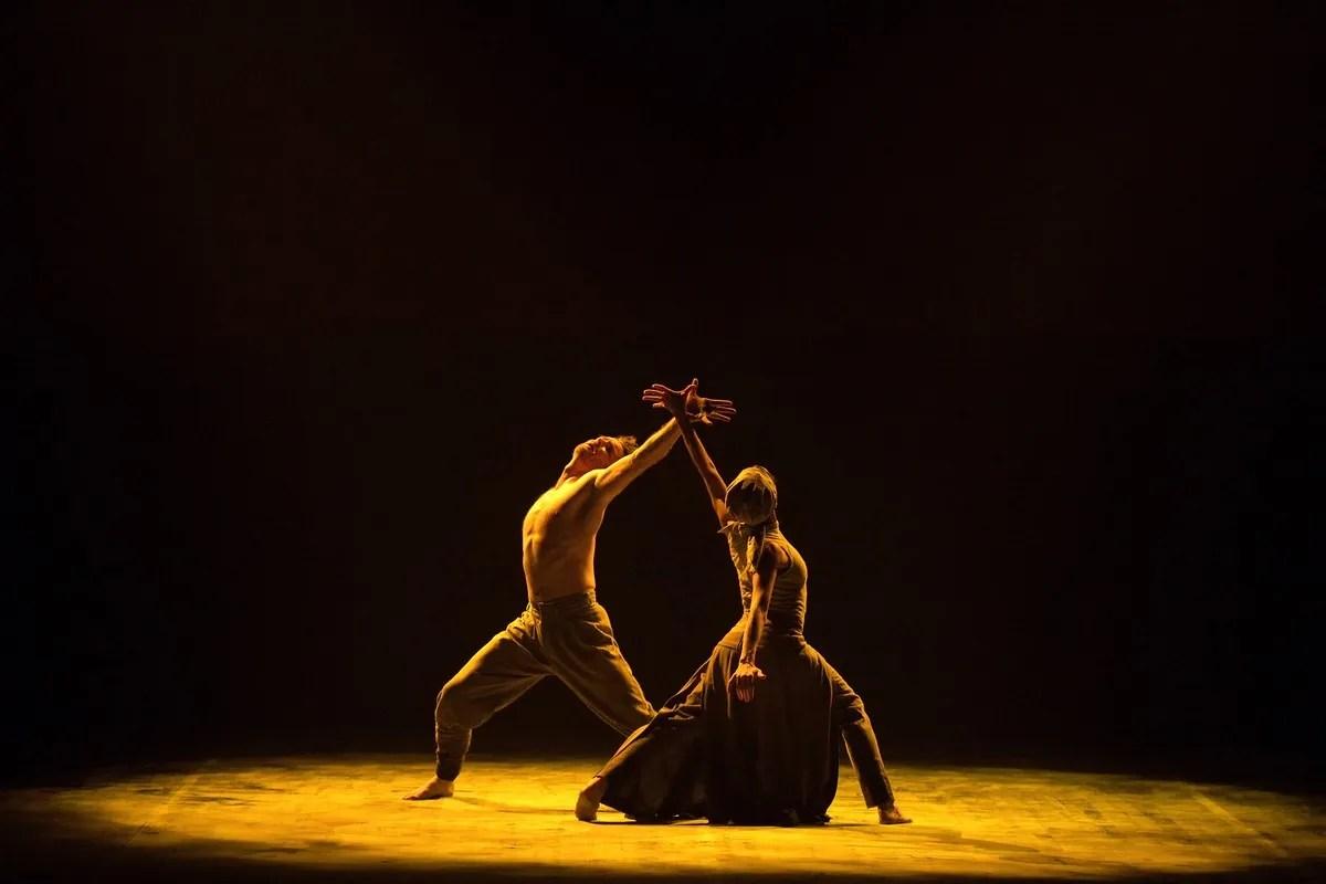 Tamara Rojo and James Streeter in Dust by Akram Khan © Laurent Liotardo