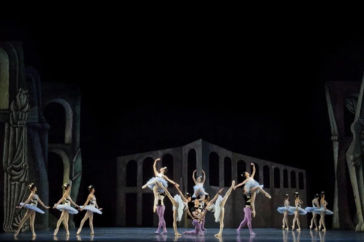 Artists of The Royal Ballet in Scènes de ballet, The Royal Ballet © ROH Johan Persson 2011