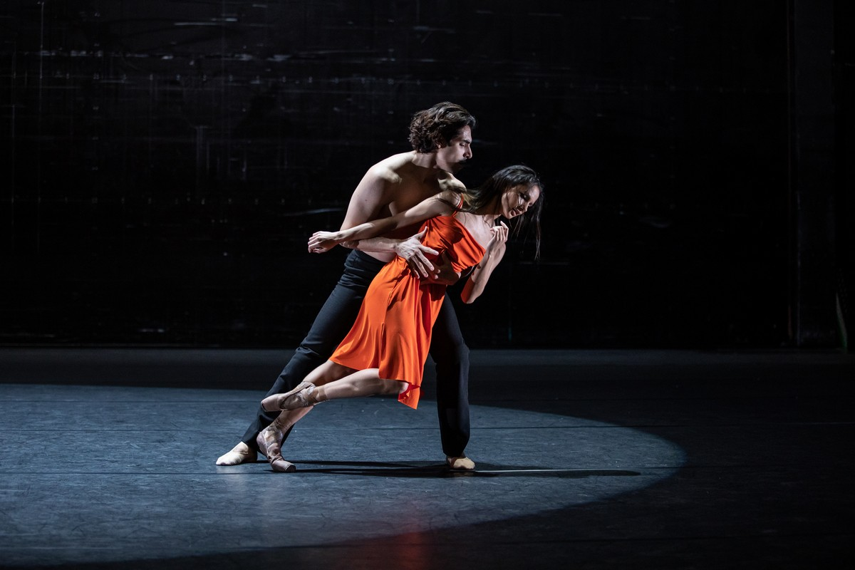 Francesca Hayward and Cesar Corrales in Wayne McGregors new ballet for Live from ROH 2020 photo Lara Cappelli