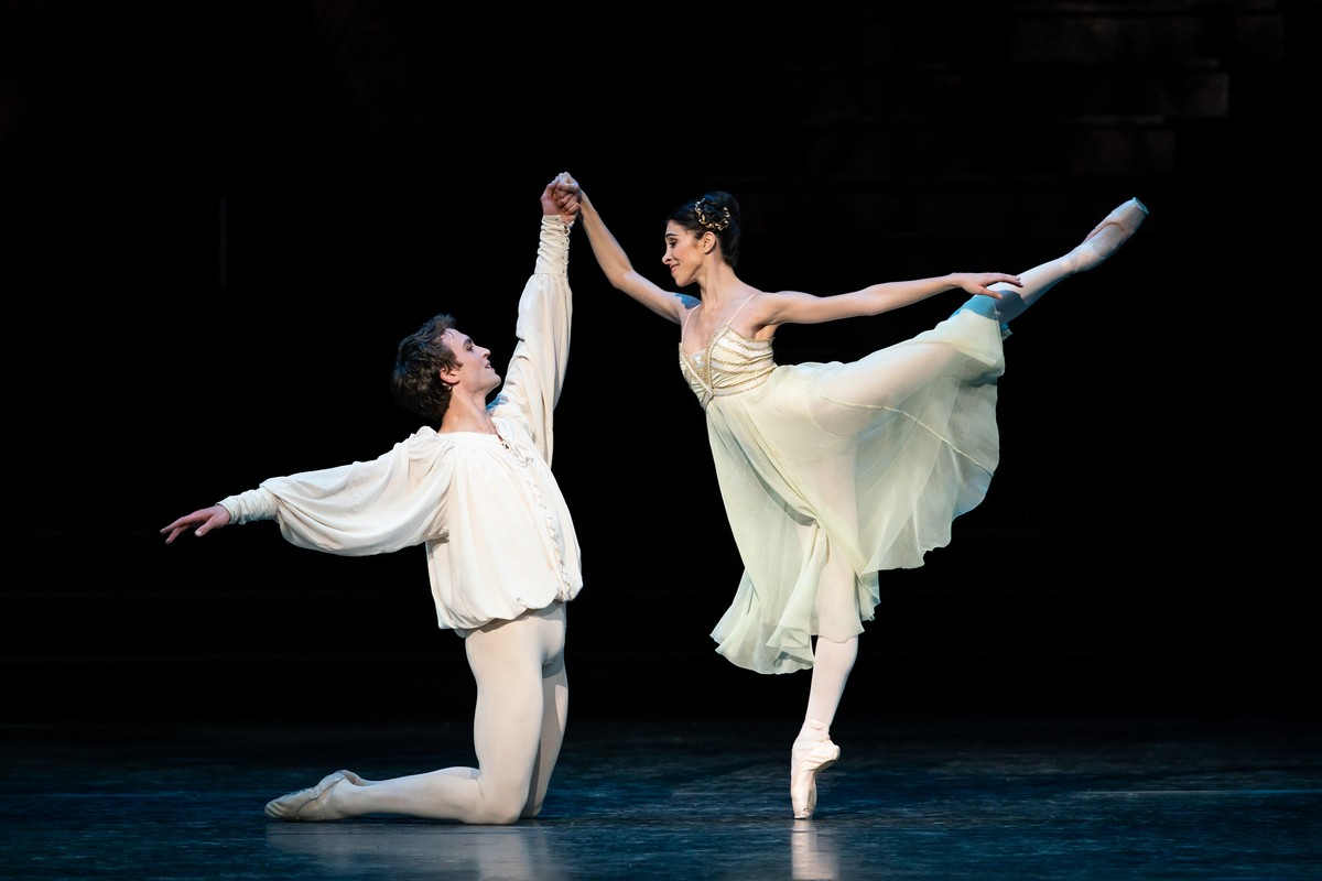 Matthew Ball as Romeo and Yasmin Naghdi as Juliet in Romeo and Juliet, The Royal Ballet © 2019 ROH. Photograph by Helen Maybanks